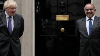 صورة صحيفة الغارديان البريطانية: بوريس جونسون يتعرض لانتقادات شديدة بسبب اجتماعه مع ولي العهد البحريني